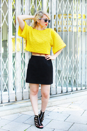 yellow cropped H&M sweatshirt - black a-line asos skirt