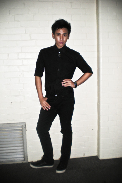 Men's Silver Accessories, Black Shirts, Black Jeans, Black Shoes ...