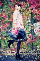 black pieces boots - peach vintage sweater - black opaque flower falke tights