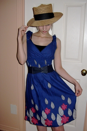 Smart Set dress - Glow shirt - vintage hat - vintage belt