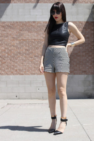 Black-chevron-print-shorts
