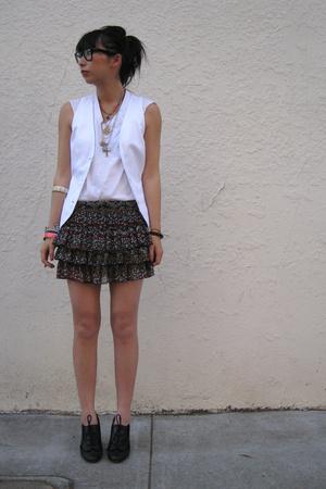 Hanes t-shirt - Zara vest - forever 21 skirt - seychelles shoes