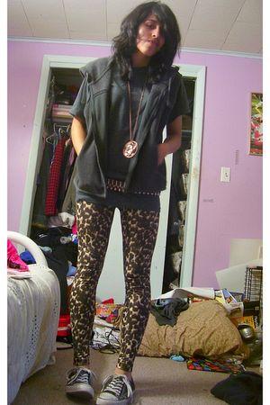 gray Old Navy vest - gray Hanes t-shirt - brown Miley CyrusMax Azria leggings -