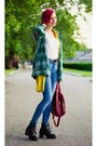 Mustard-second-hand-vest-high-waisted-asos-jeans-plaid-second-hand-hoodie