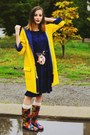 Second-hand-boots-yellow-raincoat-second-hand-coat-choies-bag