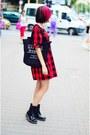 Black-patent-clarks-boots-plaid-ichi-dress