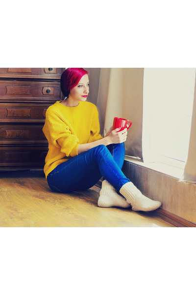 mustard second hand sweater