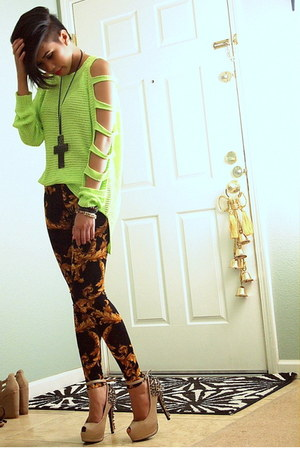 chartreuse cut out sleeves Uniq sweater - black baroque print milky way leggings