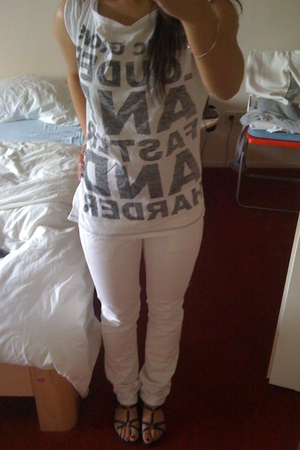 Zara t-shirt - Mango pants - Minelli shoes
