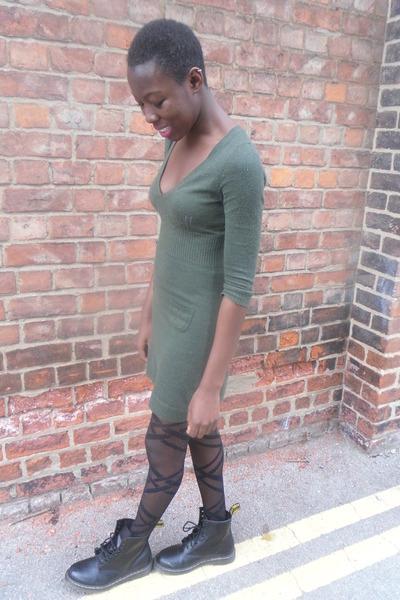 helle n Farbe 100% Zufriedenheit 100% original Doc Martens Boots, Jumper Dress Next Dresses, Primark Tights ...