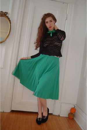 green vintage skirt - black thirfted shoes - black lace shirt - green fabric sto
