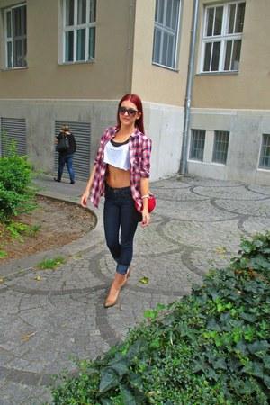 navy jeans - ruby red H&M shirt - tan heels