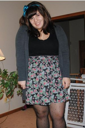 Aerie t-shirt - Nordstrom skirt - H&M cardigan - Target tights - Old Navy shoes
