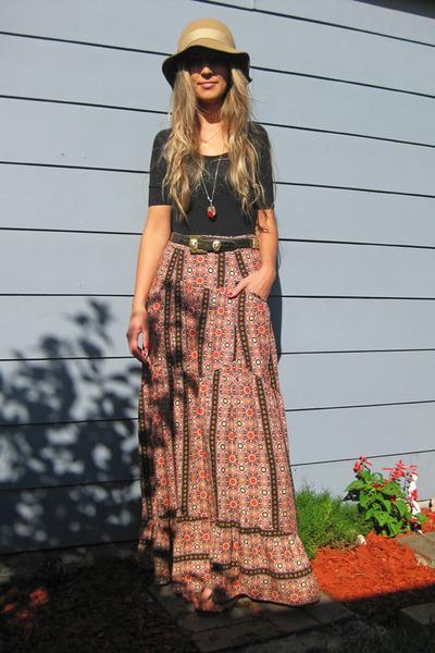 Sportsgirl bodysuit - Fairground skirt - vintage belt