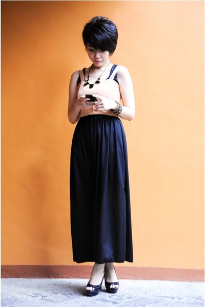 black shoes - black dress dress - accessories - vintage earrings
