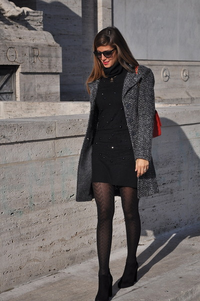 black Calzedonia tights - red Chanel bag - black Hugo Boss sunglasses