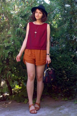 black vintage Marc Chantal purse - burnt orange thrifted shorts