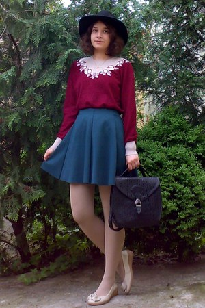forest green Bershka skirt - black gifted H&M hat - crimson roses sweater