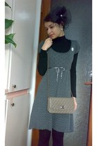 black boots - gray knitted dress - black retro inspired hat - black leggings