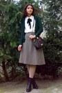 Black-leather-boots-beige-tights-crimson-leather-marc-chantal-purse