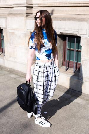 ivory asos pants - black Daisy Street bag - ivory Adidas sneakers