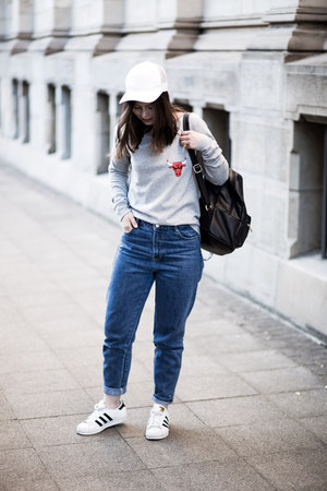 blue Zara jeans - white unknown hat - heather gray NBA sweater - black asos bag