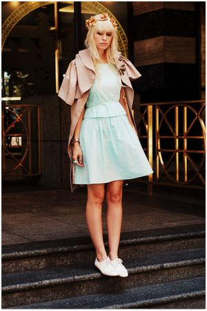 blue vintage dress - white dieppa restrepo shoes - brown lara coat