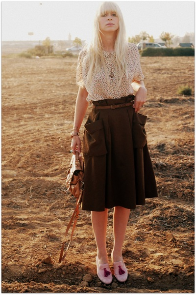 http://images0.chictopia.com/photos/Fancytreehouse/7198101582/green-h-m-skirt-pink-steve-madden-steven-shoes-beige-vintage-blouse_400.jpg