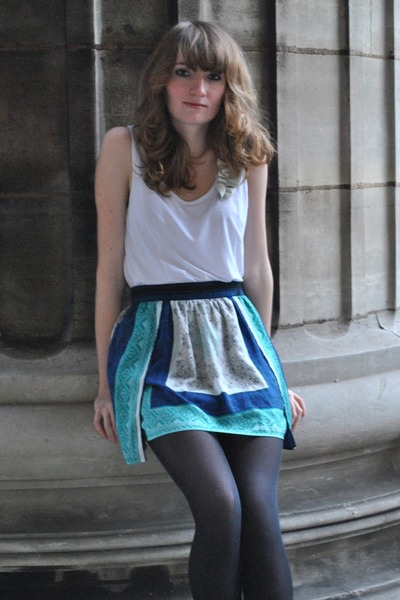 turquoise blue Pull & Bear skirt - white Zara top