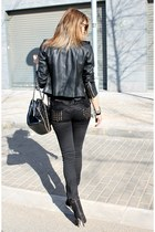 Zara boots - Zara jacket - Chanel bag - Stradivarius sunglasses - Zara pants