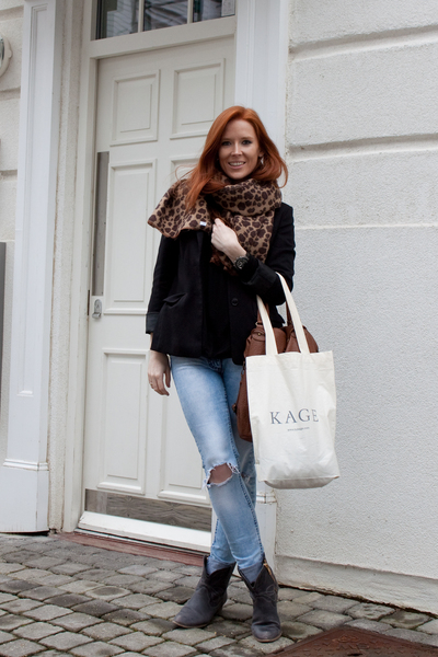 black H&M blazer - Zara blouse - blue H&M Trend jeans - gray new look boots - br