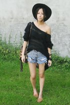 black AngelsInn hat - burnt orange Via Repubblica bag - blue Levis shorts - blac