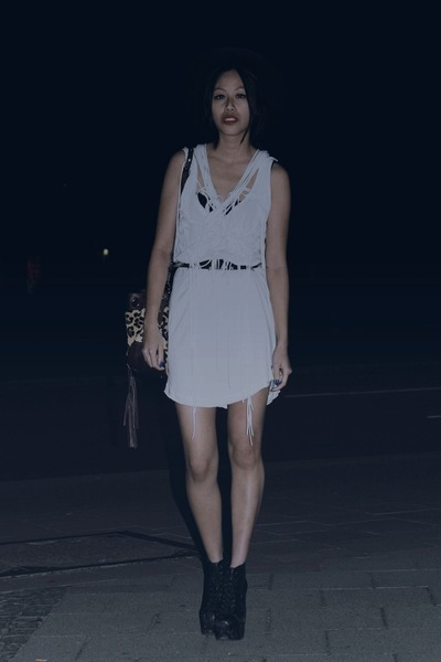white Zara dress - black AngelsInn hat - burnt orange Via Repubblica bag - black