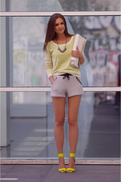 yellow H&M heels - ivory Zara bag - heather gray pull&bear shorts