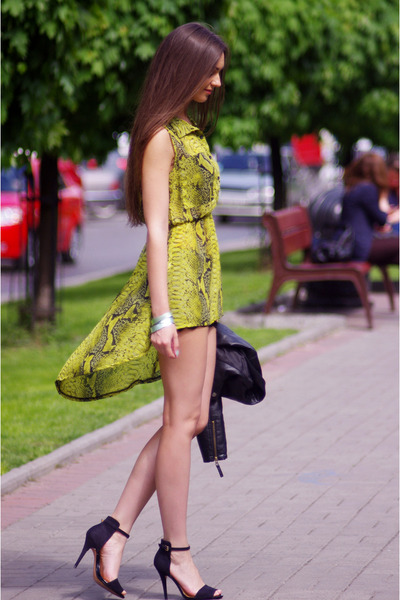 chartreuse Love dress - black Zara sandals