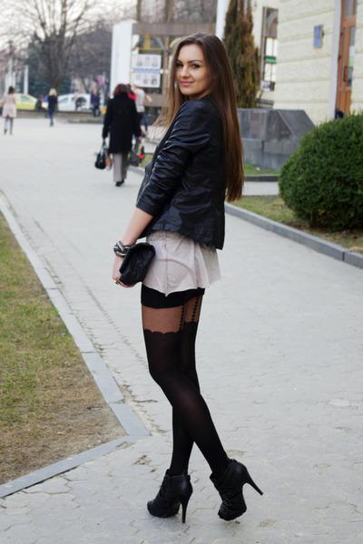 black asos boots - black Zara jacket - black asos tights - black asos bag - beig