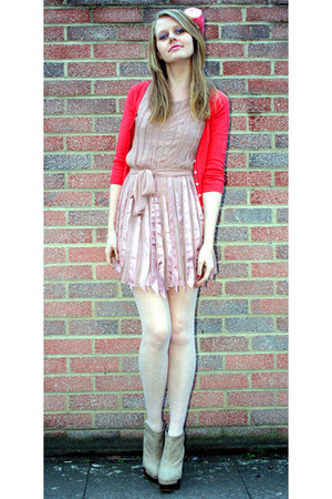 light pink floaty Fable dress - salmon cropped hollister cardigan
