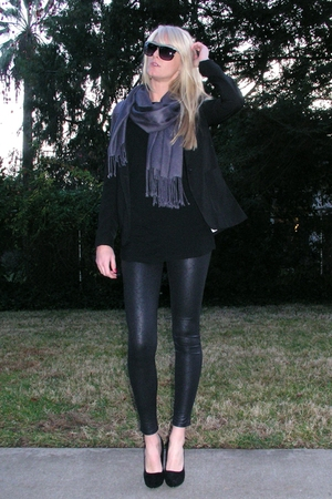 black Forever 21 leggings - black Forever 21 shoes - gray Forever 21 scarf - bla