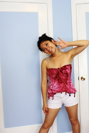 hot pink unknown brand top - beige white shorts Forever 21 shorts