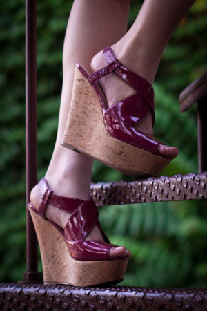 faux leather Steve Madden wedges