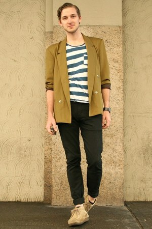 vintage blazer - wallabees Clarks boots - black Levis jeans