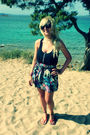 Black-ray-ban-sunglasses-black-bershka-shirt-blue-river-island-skirt-red-n