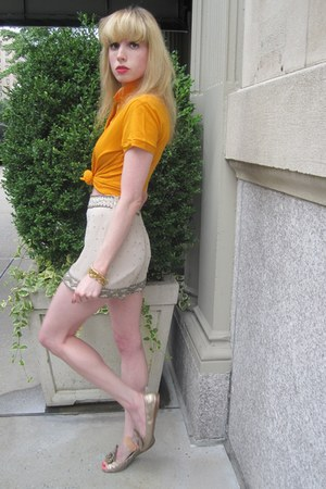 silver beaded ecote shorts - carrot orange polo Lacoste top