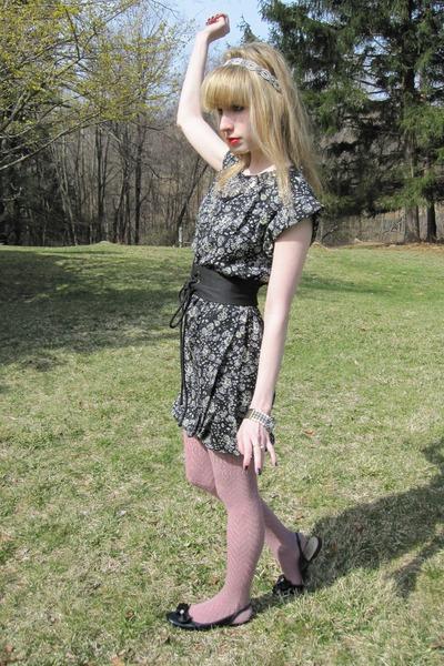 black 31 phillip lim dress - black vintage belt - gold vintage bracelet - pink T