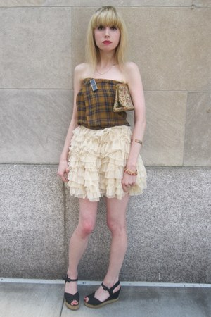 cream ruffled D&amp;G skirt - mustard vintage scarf