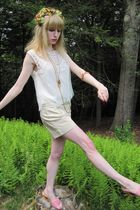 white 31 phillip lim blouse - beige shorts - gold vintage necklace - gold maxima