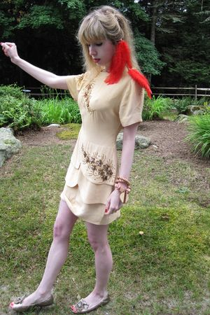 beige vintage dress - red vintage hat - beige vintage necklace - gold Miu Miu sh