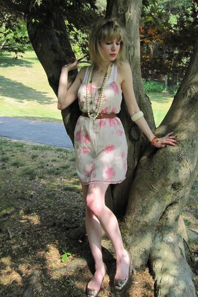 beige Eloise dress - white Hanes top - brown vintage belt - white vintage neckla