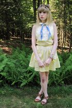 yellow vintage laura lee dress - gold vintage r2r belt - gold vintage necklace -