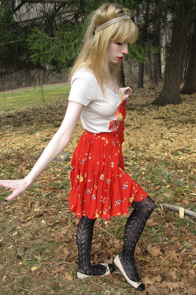 beige t-shirt - red Rebecca Taylor skirt - beige vintage bracelet - gold Vintage
